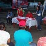 Rosa León candidata a la AN, en compañía de la alcaldesa Carmen Plaza durante asamblea de vecinos en res. Palo Negro